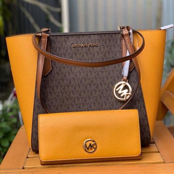 113516267b78 Michael Kors Bags | Nwt Michaelkors Top Zip Closure Tote Wallet Set ...